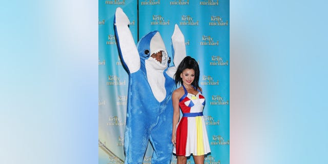 Michael Strahan as Left Shark and Kelly Ripa as Katy Perry on the Super Bowl Halftime Show in 2015. (Photo by Taylor Hill/WireImage)