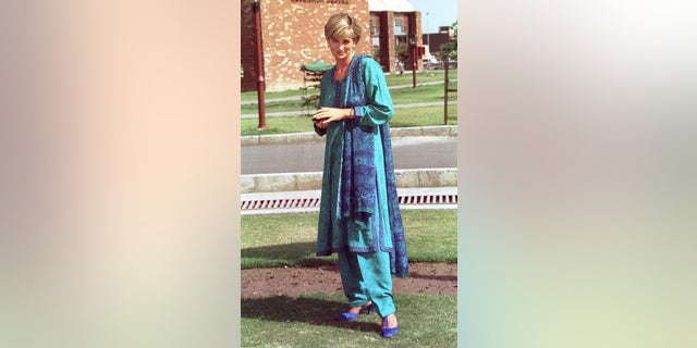 Diana, Princess Of Wales in Pakistan. (Photo by Tim Graham Picture Library/Getty Images)