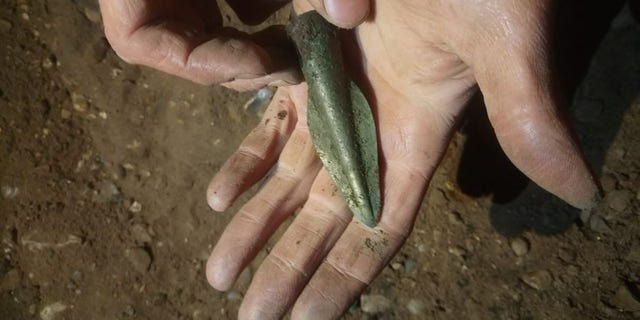 A bronze age spearhead discovered in Havering. (© Archaeological Solutions Ltd)