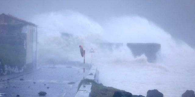 Westlake Legal Group Lorenzo2 Hurricane Lorenzo lashes Azores with high waves, heavy rain as storm takes aim at British Isles Travis Fedschun fox-news/world/world-regions/europe fox-news/world/disasters/hurricanes-typhoons fox-news/world/disasters fox-news/weather fox-news/us/disasters/hurricanes-typhoons fox news fnc/world fnc be5690f6-7b92-55f0-8b4b-e506e3f9913a article