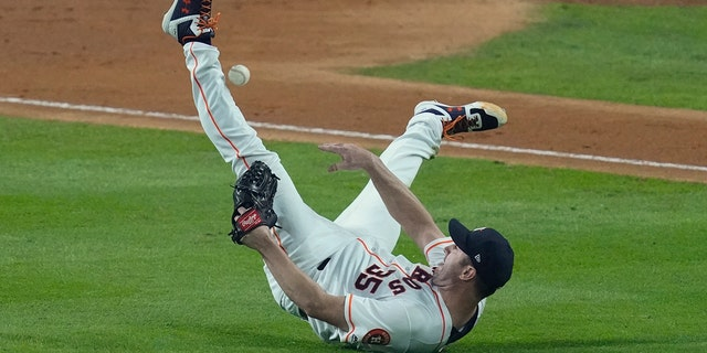 Westlake Legal Group MLB-Justin-Verlander2 Justin Verlander becomes first pitcher to lose first 5 World Series decisions Ryan Gaydos fox-news/sports/mlb/houston-astros fox-news/sports/mlb-postseason fox-news/sports/mlb fox news fnc/sports fnc article ab013a89-e6ac-53c0-a794-b4fc524a367a