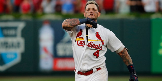 St. Louis Cardinals' Yadier Molina performs throat-slashing gesture after game-winner - The Reports