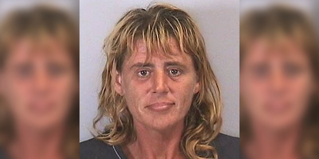 Melanie Leff, 46, had been panhandling around 6:00 p.m. on Thursday when a bystander complained to police that Leff had threatened to beat up a woman after she refused to give her $1.