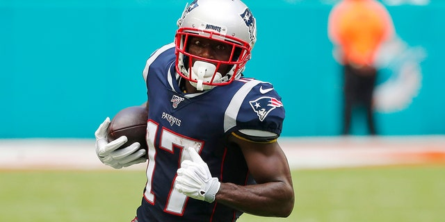 Then-New England Patriots wide receiver Antonio Brown (17) carries the ball during the first half at an NFL football game against the Miami Dolphins in Miami Gardens, Fla. (AP Photo/Wilfredo Lee, File)
