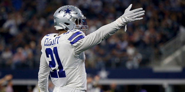 Dallas Cowboy Ezekiel Elliott, 21, celebrates putting the ball down for the first down against Philadelphia Orly during the first half of an NFL football game in Arlington, Texas, Sunday, October 20, 2019 (AP Photo / Ron Jenkins) [19659006] Ezekiel Elliott of Dallas Cowboys, 21, celebrates putting the first down ball against the Philadelphia Eagles during the first half of an NFL football game in Arlington, Texas, Sunday, October 20, 2019 (AP Photo / Ron Jenkins) <!----></p><div><script async src=