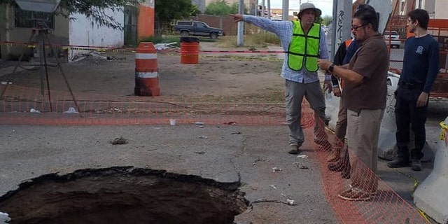 Members of the Phoenix Fire Department's advisory squad and local councilmembers flew to Hermosillo, Mexico, on Friday to help locals find a man who fell through a sinkhole.