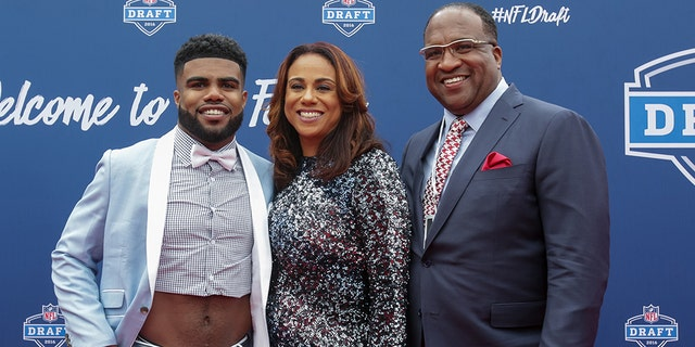 Ezekiel Elliott of Ohio State arrives with his mom Dawn and father Stacy to the 2016 NFL Draft on April 28, 2016 in Chicago, Illinois. (Photo by Kena Krutsinger/Getty Images)
