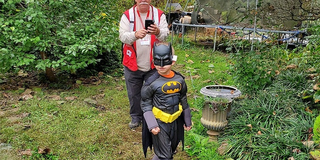 """One kindhearted sheriff's officerin North Carolina wanted to safeguard a internal child could suffer a""""normal as possible""""Halloween after a child's family mislaid their home and effects in a harmful fire. The emissary surprisedthe youngster with a Batman dress to reinstate a outfit broken in a blaze."""