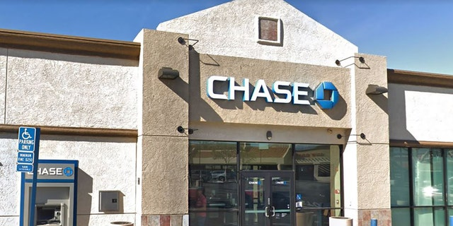 Westlake Legal Group chase-bank Suspected bank robber found dead inside Southern California bank after firing at officers fox-news/us/us-regions/west/california fox-news/us/crime/robbery-theft fox news fnc/us fnc Brie Stimson article 4b90d0ae-bc64-5ada-94df-0c17ecbd7bc7