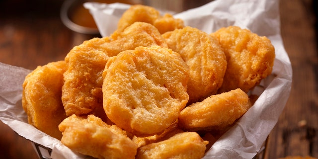 It can be stressful to ensure that a wedding speech will hit all the right notes, so one thoughtful bridesmaid in Ohio gave the bride what her heart truly desired during the big toast – a bouquet full of chicken nuggets.