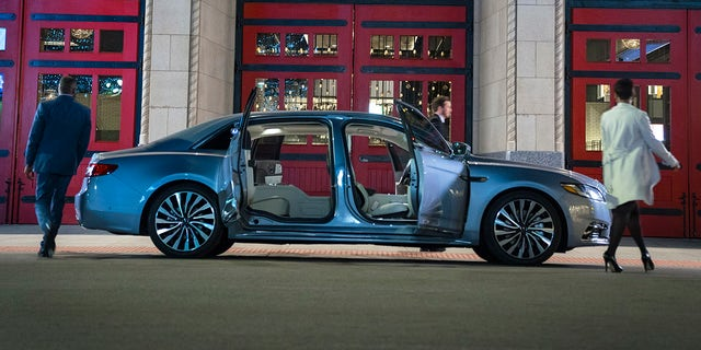 Lincoln Continental Coach Door Edition Returns For 2020