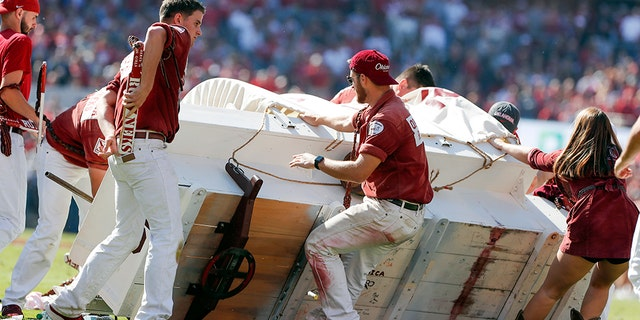 Westlake Legal Group oklahoma-3-AP Oklahoma 'Sooner Schooner' horse-drawn wagon flips during game Melissa Leon fox-news/us/us-regions/southwest/oklahoma fox-news/sports/ncaa/oklahoma-sooners fox news fnc/sports fnc article 88e77660-1c9a-5d1d-9c6b-3e2c999751b4