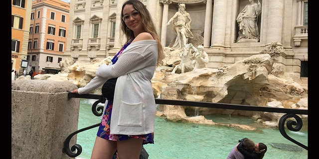 Savard-Ouellet explained that photographer pal had spotted the romantic couple before the fountain, but didn't intend to include them in the impromptu photo shoot.