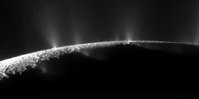 New organic molecules discovered on Saturn moon Enceladus