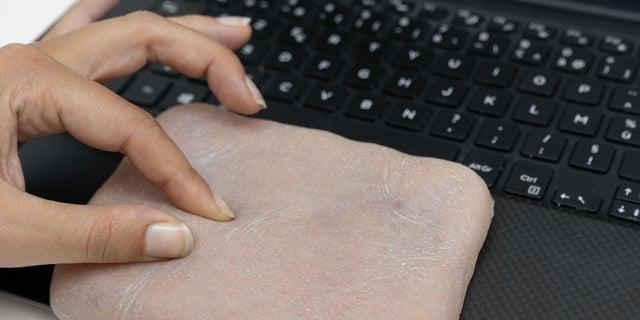 Human-like skin can make phone 'feel' tickling, twisting