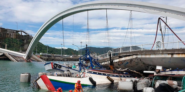 Westlake Legal Group taiwan-bridge-collapse Taiwan arch bridge collapse leaves at least 4 dead; 2 remain missing fox-news/world/world-regions/asia fox-news/world/disasters fox news fnc/world fnc Danielle Wallace article 3dccfbbf-80a9-57d6-8d6a-8ec46e261348