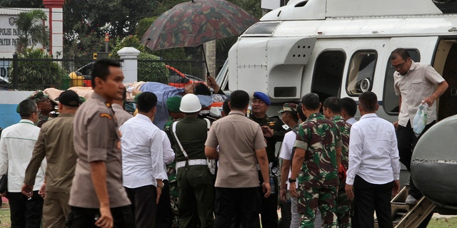 Soldiers carry Wiranto on a stretcher to a helicopter. He appeared to have the left side of his abdomen covered with bandages and an oxygen mask strapped to his face. (AP Photo/Rafsanjani)