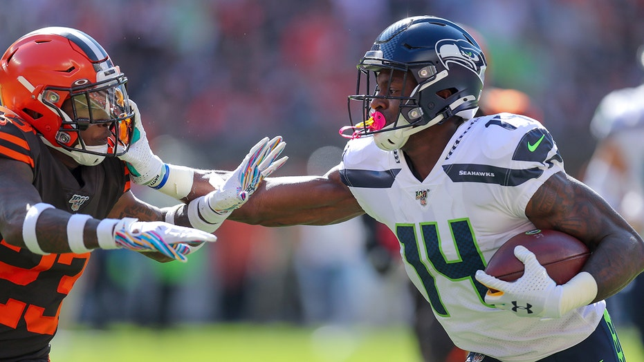 Seattle Seahawks Dk Metcalf Delights Fans With Pacifier Mouthguard Fox News