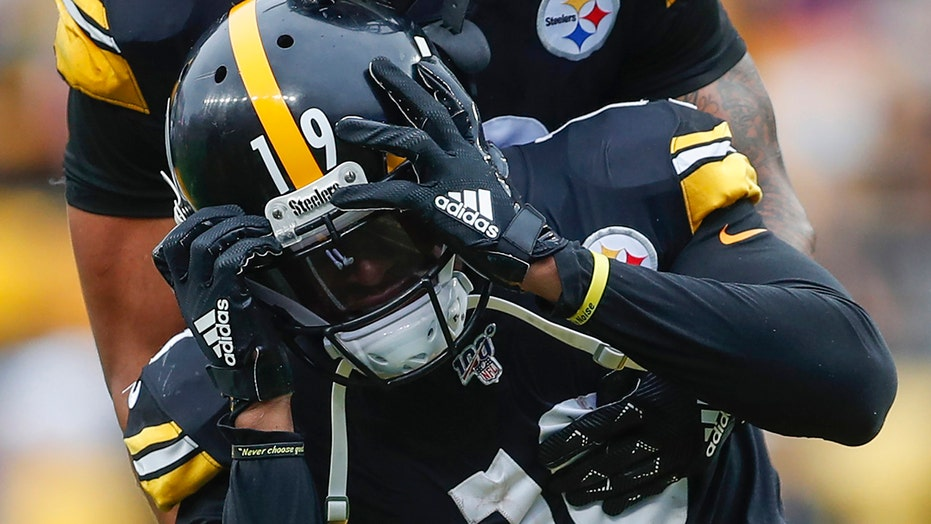 Westlake Legal Group NFL-JuJu-Smith-Schuster3 Steelers' JuJu Smith-Schuster posts video of him driving fast, antics draw comparisons to Antonio Brown Ryan Gaydos fox-news/sports/nfl/pittsburgh-steelers fox-news/sports/nfl fox news fnc/sports fnc article ac3adcde-6a31-5d2d-9930-530a43ea0d7d