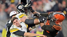 Browns, Steelers brawl at end of Cleveland's 21-7 win