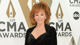Reba McEntire changes 3 times during one CMA performance