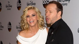 'Tiger King' mania sees Donnie Wahlberg, Jenny McCarthy recreate Joe Exotic music video: 'Quarantine craziness'