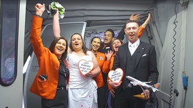 Aviation-loving couple marries on Jetstar flight between home countries