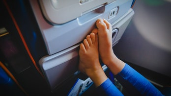Airline passenger shares pic of person hanging gross feet over headrest