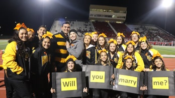 Texas cheerleading squad helps man propose to coach during game