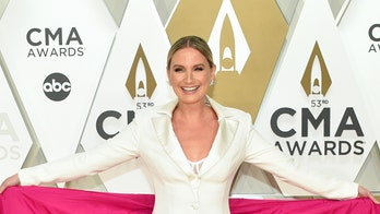 Jennifer Nettles calls for equal play with CMAs red carpet look: 'Play our f—kin' records'