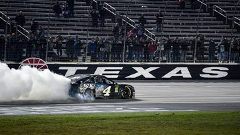 Kevin Harvick wins NASCAR Texas fall race for third straight year