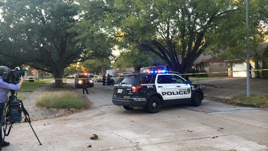 Texas robbery suspect killed with own gun after homeowner took it from him: police