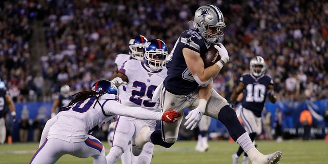 Dallas Cowboys tight end Blake Jarwin (89) avoids a tackle by New York Giants cornerback Janoris Jenkins (20) on his way to a touchdown during the second quarter of an NFL football game, Monday in East Rutherford, N.J. Play stopped for two minutes in the second quarter when a black cat took the field, to the delight of fans in attendance. (AP Photo/Adam Hunger)