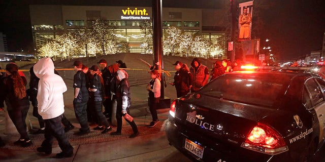 Westlake Legal Group AP19327206444816 Utah Jazz arena evacuated minutes after game over suspicious shoebox fox-news/us/us-regions/west/utah fox-news/sports/nba/utah-jazz fox-news/sports/nba/golden-state-warriors fox-news/sports/nba fox news fnc/sports fnc Brie Stimson article 75ed9b38-d3db-5f89-8fac-cac06e90c40a