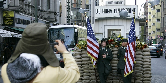Berlin bans Checkpoint Charlie 'soldiers'