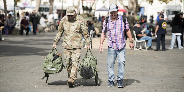 Master Sgt. Travis Martho carried supplies for a veteran. (U.S. Air Force photo by Airman 1st Class Hanah Abercrombie)