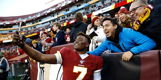 Redskins' Dwayne Haskins selfie with fans was ...
