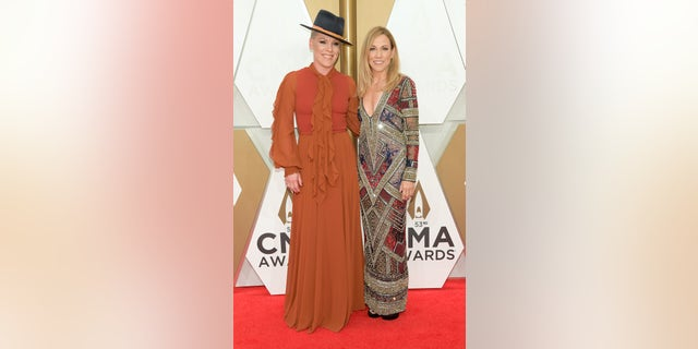 P!nk and Sheryl Crow attend the 53rd annual CMA Awards at the Music City Center on November 13, 2019 in Nashville, Tennessee. (Photo by Jason Kempin/Getty Images)