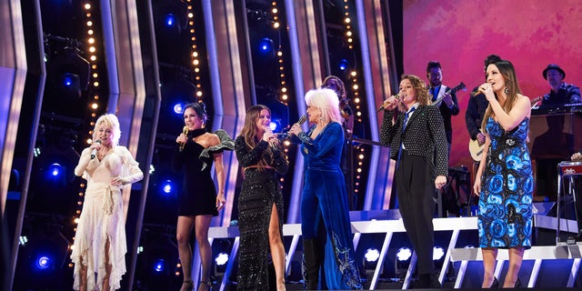 Dolly Parton, Amanda Shires, Maren Morris, Brandi Carlile and Natalie Hemby of The Highwomen perform onstage during the 53rd annual CMA Awards at the Music City Center on November 13, 2019 in Nashville, Tennessee. (Photo by John Shearer/Getty Images for the Country Music Association)