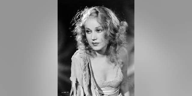 """Promotional still of Canadian film star Fay Wray in a publicity shot for the film """"King Kong"""" in which she plays the object of the giant ape's affections, directed by Merian C Cooper and Ernest B Schoedsack, 1933."""