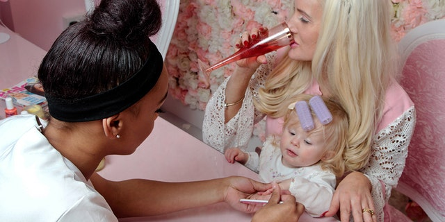 Hannah Skidmore recently revealed that she spends nearly $1,300 per month on facials, blow-outs, manicures and pedicures for daughters Tia, 17, Brooke, 9, and Valentina, 1, and herself.