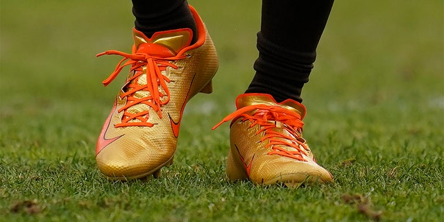 Cleveland Browns wide receiver Jarvis Landry wearing custom gold cleats during the first half of the Browns-Broncos game. (AP Photo/Jack Dempsey)