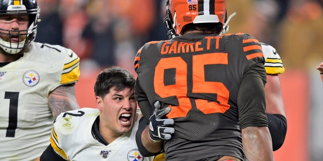 Browns Myles Garrett In Ugly Brawl With Steelers Mason