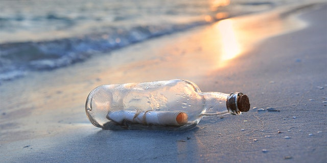A U.S. college student has received a reply to a message in a bottle he threw into the ocean 9 years ago.