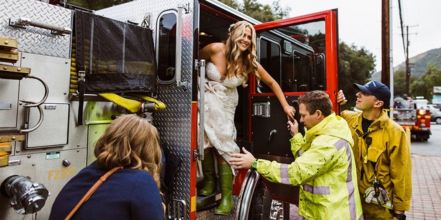 One woman made quite the entrance at her wedding ceremony and spontaneously arrived in firefighter truck with a special escort, thanks to the kindness of a few LACFD officials.
