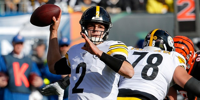 Pittsburgh Steelers quarterback Mason Rudolph (2) passes during the first half an NFL football game against the Cincinnati Bengals, Sunday, Nov. 24, 2019, in Cincinnati. (AP Photo/Frank Victores)