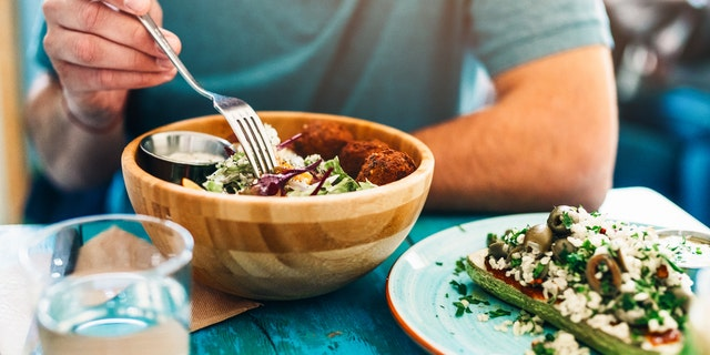 He claimed that one of his colleagues started a vegan dinner club exclusively for their coworkers following a vegan, vegetarian or pescatarian diet. (iStock)