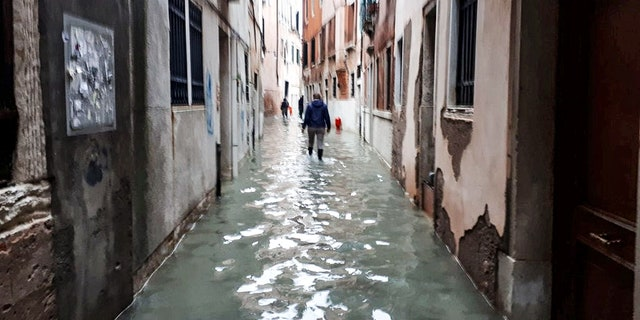 Couple Elizabeth Dale and partner Richard Williams have been caught up in the historic flooding in Venice, claiming the waters had risen at a very fast rate.