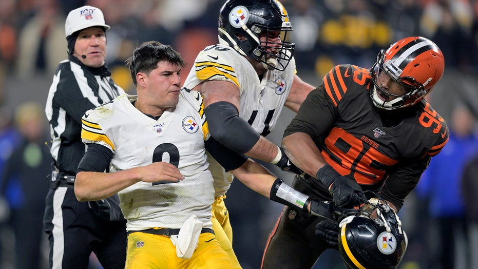 Mason Rudolph, Myles Garrett chat more than year after helmet-swinging incident