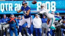 New York Giants' Golden Tate III shows off concentration in touchdown catch vs. Miami Dolphins